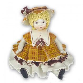 Статуэтка Девочка в коричневом платье