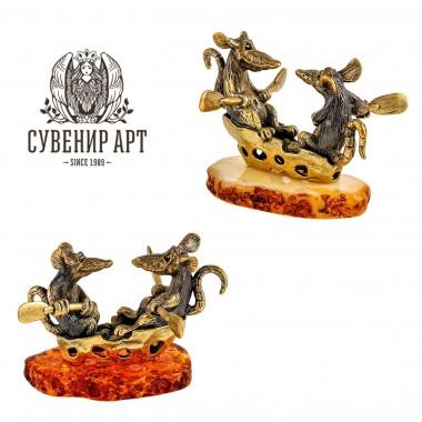 Фигурка Крысы на сырной лодочке