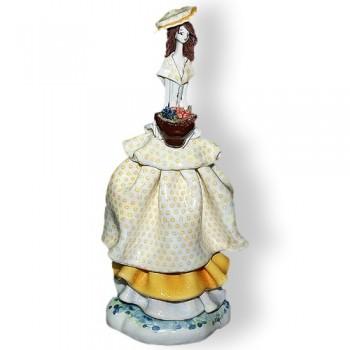 Статуэтка Леди с цветами