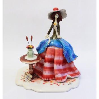Статуэтка Леди у столика