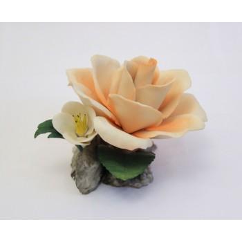 Фарфоровый цветок Роза с белым цветком