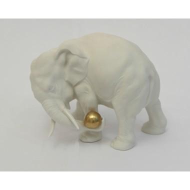 Статуэтка Слон с золотым мячом