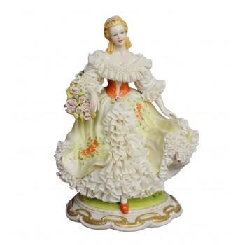 Статуэтка Девушка с корзинкой цветов