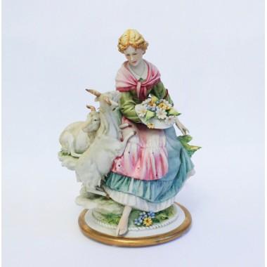 Статуэтка Девушка с козами